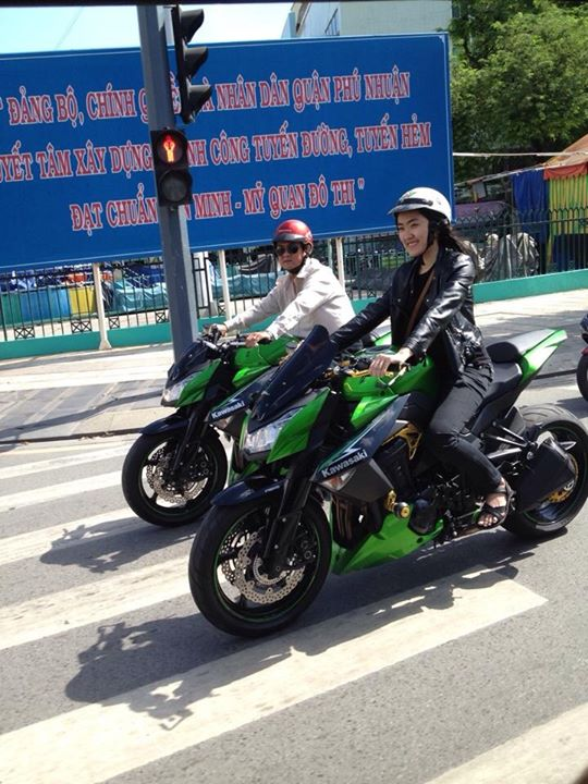 Sau tay lái Kawasaki Z1000.