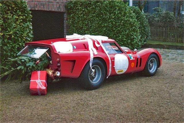 Choáng với màn vận chuyển cây Giáng sinh bằng siêu xe Ferrari 458 Italia - Ảnh 7.