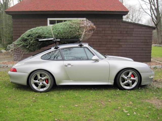 Choáng với màn vận chuyển cây Giáng sinh bằng siêu xe Ferrari 458 Italia - Ảnh 9.