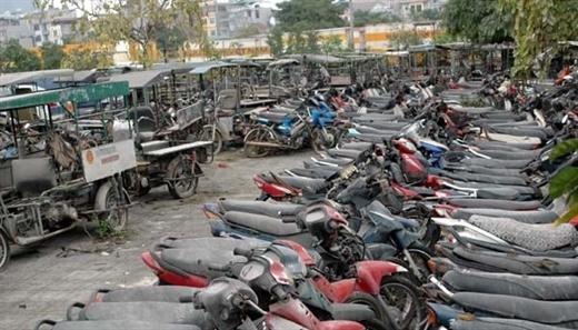 """""""Xót ruột"""" nhìn hàng nghìn xe máy biến thành sắt vụn."""