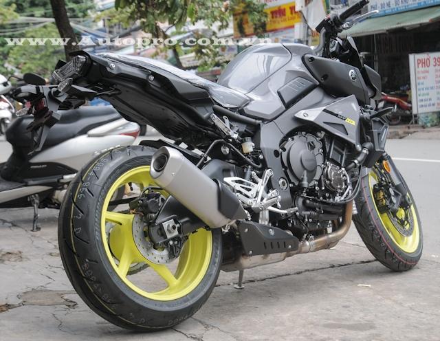 Được biết mức giá cho chiếc Yamaha MT-10 với bộ áo đẹp mắt này vào khoảng 400 triệu Đồng.