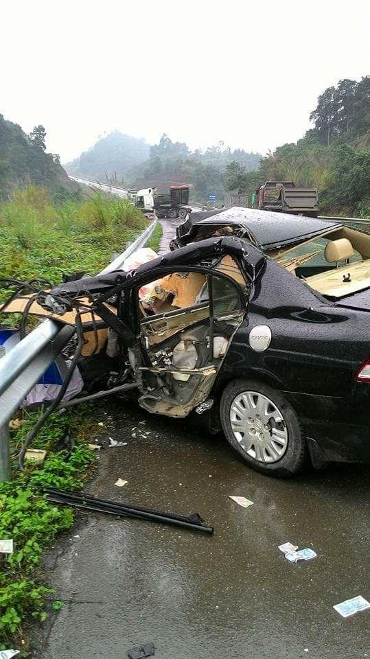 Honda Civic đâm vào dải ta-luy, một giám đốc chi nhánh ngân hàng tử vong - Ảnh 4.