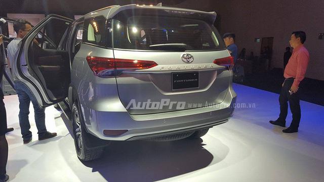Đây là một trong những chiếc Toyota Fortuner 2017 ra biển đầu tiên tại Việt Nam - Ảnh 6.