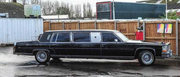 Xe limousine Cadillac cũ của Tổng thống Donald Trump tìm chủ mới - Ảnh 1.