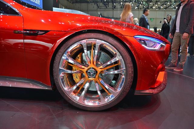 Xem quả bom sex 4 bánh Mercedes-AMG GT Concept lăn bánh ra khỏi triển lãm Geneva 2017 - Ảnh 2.