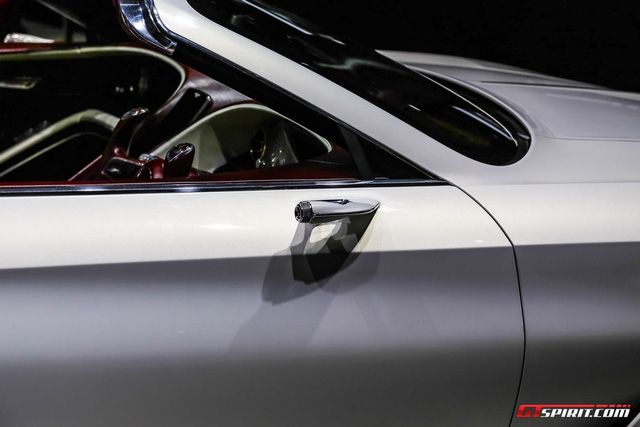 Xem xe mui trần sang chảnh Bentley EXP 12 Speed 6e lặng lẽ rời triển lãm Geneva 2017 - Ảnh 2.