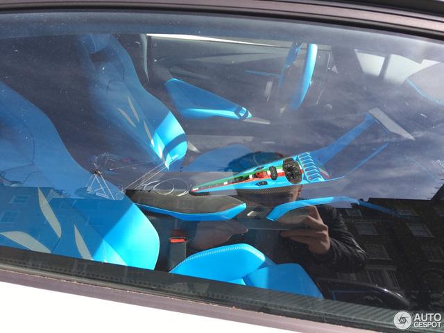 Siêu phẩm Lamborghini Centenario của Hoàng gia Qatar chăm chỉ đánh bóng mặt đường - Ảnh 7.