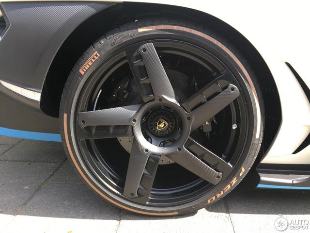 Siêu phẩm Lamborghini Centenario của Hoàng gia Qatar chăm chỉ đánh bóng mặt đường - Ảnh 6.