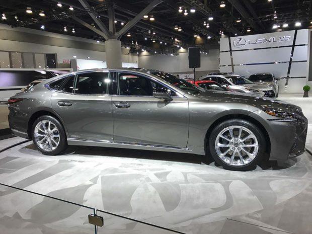 Chiêm ngưỡng vẻ đẹp ngoài đời thực của xe sang cỡ lớn Lexus LS500h 2018 - Ảnh 2.