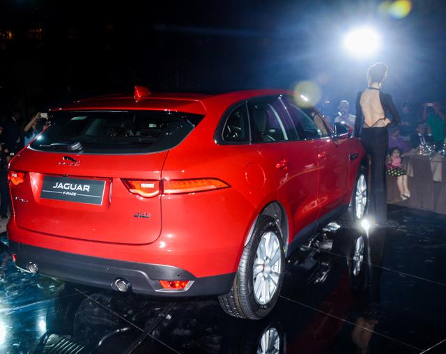 Jaguar F-Pace mới ra mắt Việt Nam được bình chọn là Xe của năm 2017 - Ảnh 2.