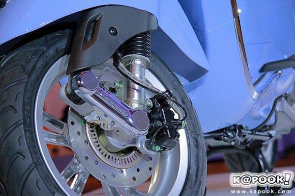 Vespa Primavera 150 có phiên bản đặc biệt mới - Ảnh 10.