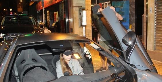 Quách Phú Thành lái siêu xe McLaren 675LT đưa vợ bầu đi ăn tối - Ảnh 3.