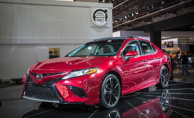 Sedan cỡ trung Toyota Camry 2018 lộ diện trong nhà máy ở châu Á - Ảnh 2.