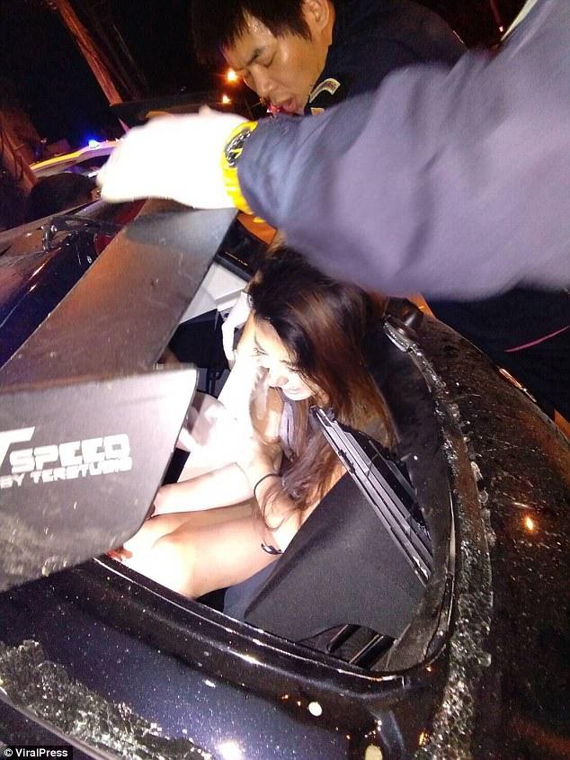 Thái Lan: Nam giáo viên tử vong vì tai nạn giao thông khi đang làm chuyện ấy trong xe Suzuki Swift - Ảnh 4.