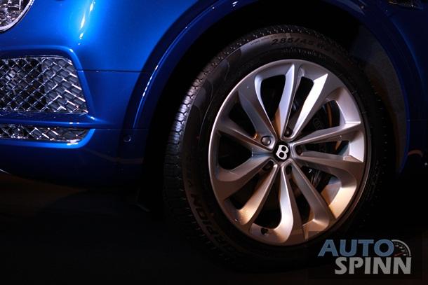 SUV siêu sang Bentley Bentayga chính thức ra mắt Thái Lan, giá từ 16,4 tỷ Đồng - Ảnh 4.