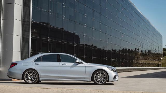 Bắt gặp đoàn tàu chở hơn 100 chiếc xe sang Mercedes-Benz S-Class 2018 - Ảnh 10.