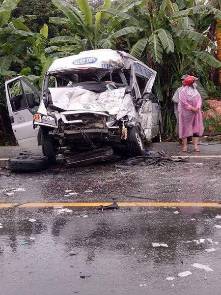 Video ghi lại khoảnh khắc 2 xe khách va chạm kinh hoàng tại Kon Tum khiến 4 người tử vong - Ảnh 3.