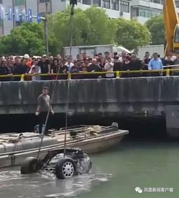 Tìm thấy thi thể 2 người đàn ông mất tích 15 năm trong chiếc ô tô được trục vớt từ dưới lòng sông - Ảnh 2.