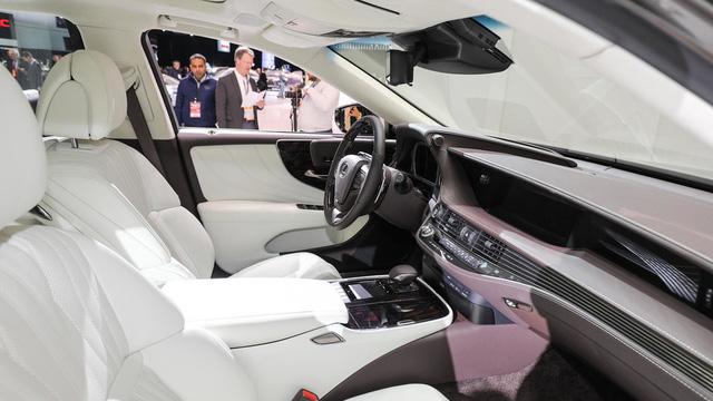 Chỉ còn vài ngày nữa, sedan hạng sang cỡ lớn Lexus LS 2018 sẽ ra mắt Việt Nam - Ảnh 7.