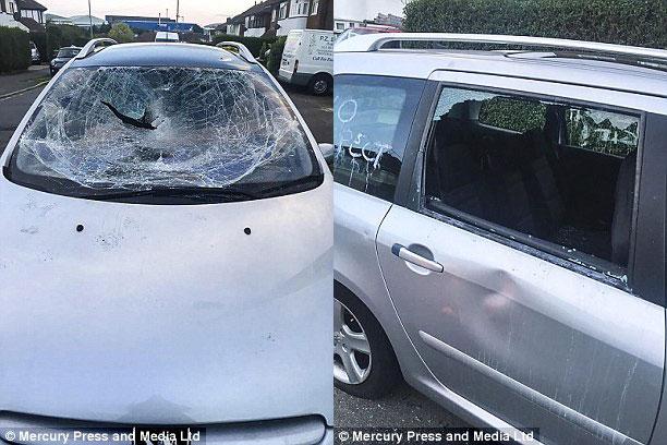 Hàng loạt ô tô đỗ hai bên đường bị đập phá vì chủ nhân tiếc tiền gửi xe trong sân bay khi đi nghỉ hè - Ảnh 2.