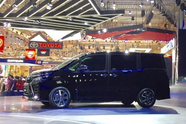 Toyota Voxy 2017 - xe MPV sang chảnh hơn Innova nhưng kém Alphard - chính thức ra mắt Đông Nam Á - Ảnh 2.