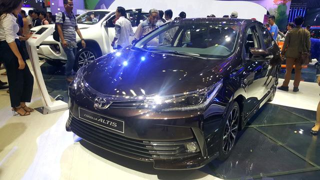 Toyota Corolla Altis 2017 vừa ra mắt Việt Nam có phiên bản đặc biệt mới - Ảnh 7.