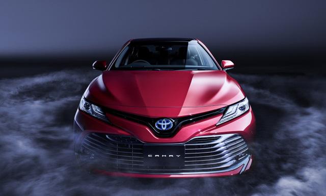 """Toyota Camry 2018 """"bán nhiều và nhanh như tôm tươi"""" tại quê nhà ảnh 2"""