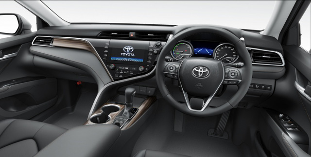 """Toyota Camry 2018 """"bán nhiều và nhanh như tôm tươi"""" tại quê nhà ảnh 4"""