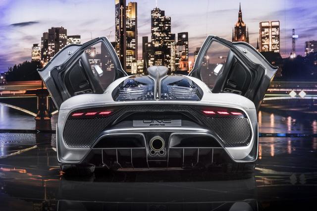 Tay đua Lewis Hamilton bỏ ra hơn 123 tỷ Đồng để mua 2 cực phẩm Mercedes-AMG Project One - Ảnh 7.