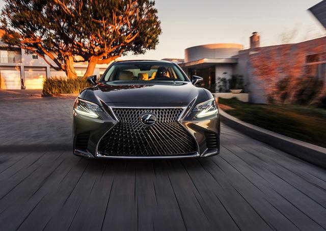 Lộ hình ảnh được cho là của sedan hiệu suất cao Lexus LS F 2018 - Ảnh 3.