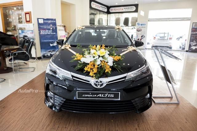 Diện kiến Toyota Corolla Altis 2017 với thiết kế khác xe mới ra mắt Việt Nam - Ảnh 1.