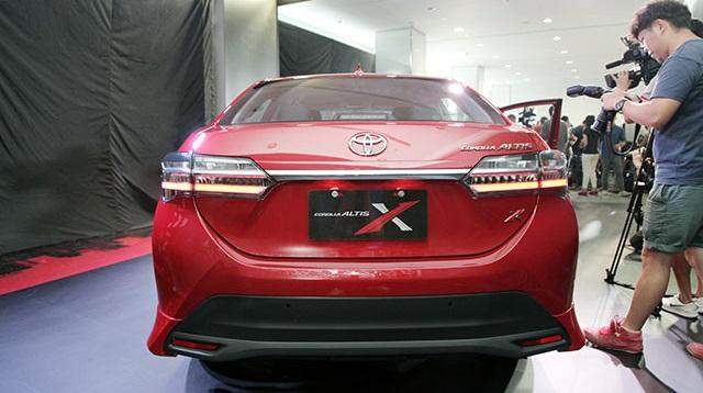 Diện kiến Toyota Corolla Altis 2017 với thiết kế khác xe mới ra mắt Việt Nam - Ảnh 8.