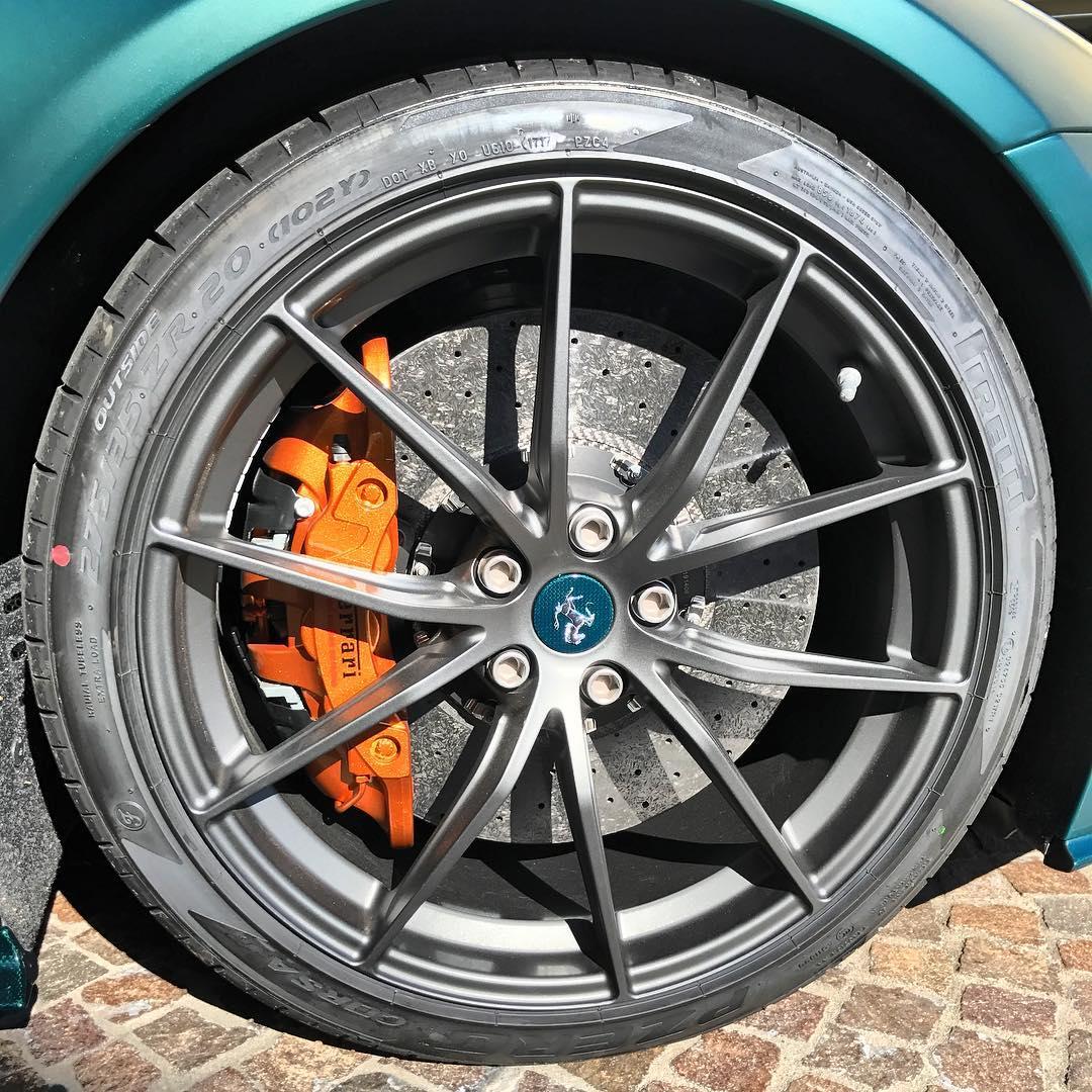 """Siêu Xe Ferrari F12tdf Hàng Thửa Của """"thánh Cuồng Màu Xanh"""