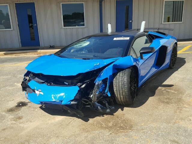 Siêu bò Lamborghini Aventador SV Roadster mới chạy hơn 100 km đã gặp nạn - Ảnh 2.