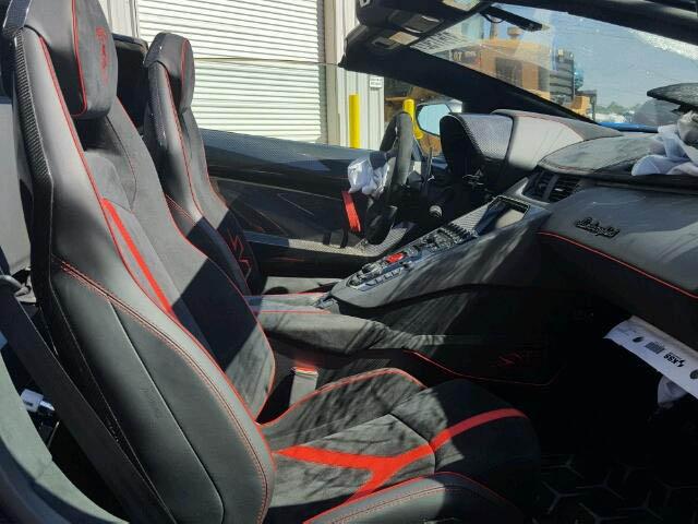 Siêu bò Lamborghini Aventador SV Roadster mới chạy hơn 100 km đã gặp nạn - Ảnh 4.