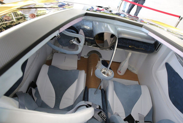 Frangivento Asfanè Charlotte Roadster - Siêu xe đi kèm bể cá trong nội thất tái xuất - Ảnh 5.