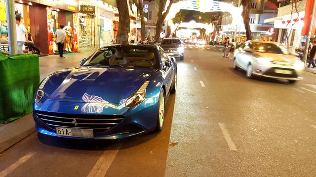 Hà Nội: Ferrari California T xanh nước biển bất ngờ tái xuất - Ảnh 1.