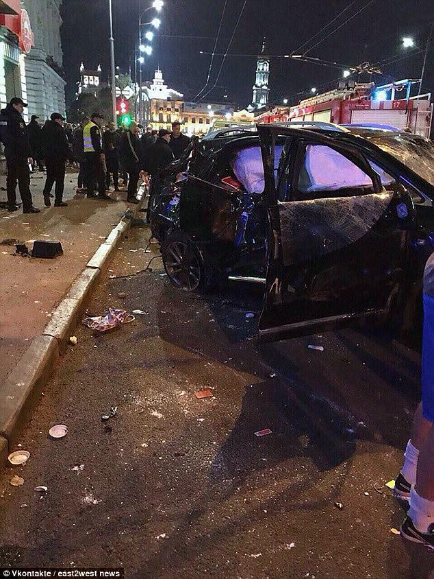 Con gái triệu phú Ukraine lái xe Lexus vượt đèn đỏ, gây tai nạn liên hoàn khiến 6 người tử vong - Ảnh 7.