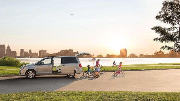 Chiếc xe gia đình nào khiến con bạn mê nhất? - Ảnh 10.