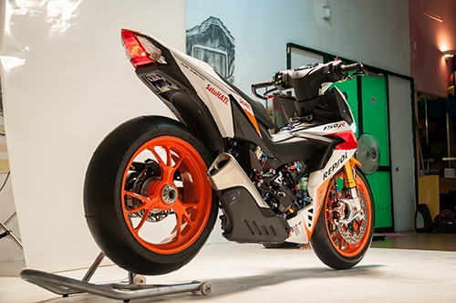 Honda Winner 150 độ theo phong cách mô tô đua tại Việt Nam được lên báo Tây - Ảnh 2.