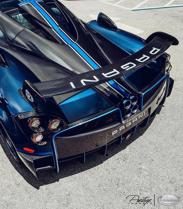 Cặp đôi siêu phẩm cực đắt, cực hiếm khoe dáng cùng hàng chục siêu xe tại Mỹ - Ảnh 4.