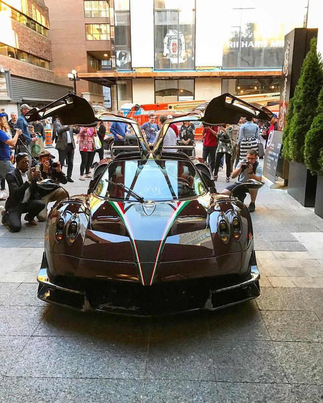 Cặp đôi siêu phẩm cực đắt, cực hiếm khoe dáng cùng hàng chục siêu xe tại Mỹ - Ảnh 5.