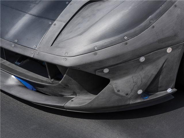 Mô hình 1:2 của siêu xe Ferrari 812 Superfast có giá bán 16,3 tỷ Đồng - Ảnh 1.