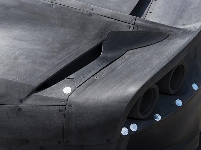 Mô hình 1:2 của siêu xe Ferrari 812 Superfast có giá bán 16,3 tỷ Đồng - Ảnh 2.