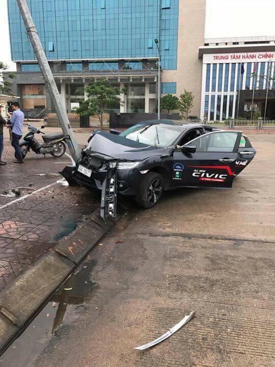 Xe chạy thử Honda Civic Turbo 2017 gặp tai nạn đáng tiếc - Ảnh 3.