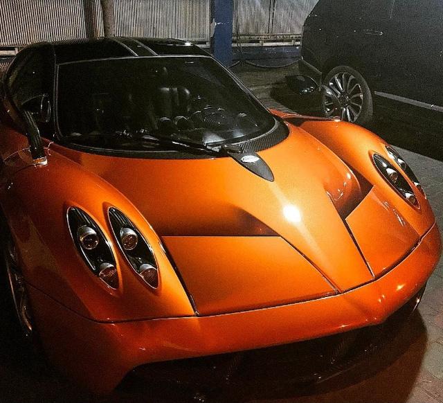 Pagani Huayra 78 tỷ Đồng của Minh Nhựa vượt nước lũ Sài thành trên xe chuyên dụng - Ảnh 3.