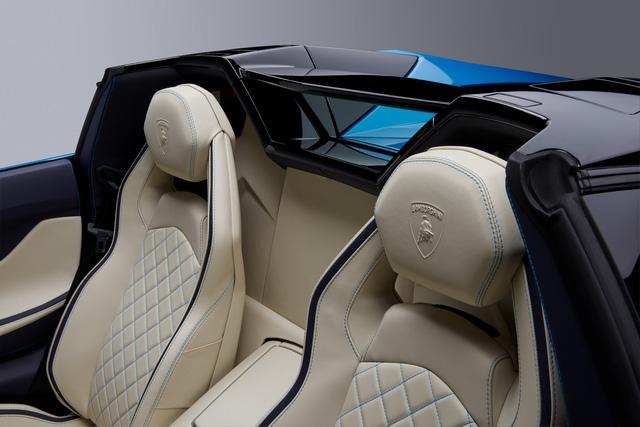 Đây là những hình ảnh nóng hổi về chiếc Lamborghini Aventador S LP740-4 mui trần sắp ra mắt - Ảnh 11.