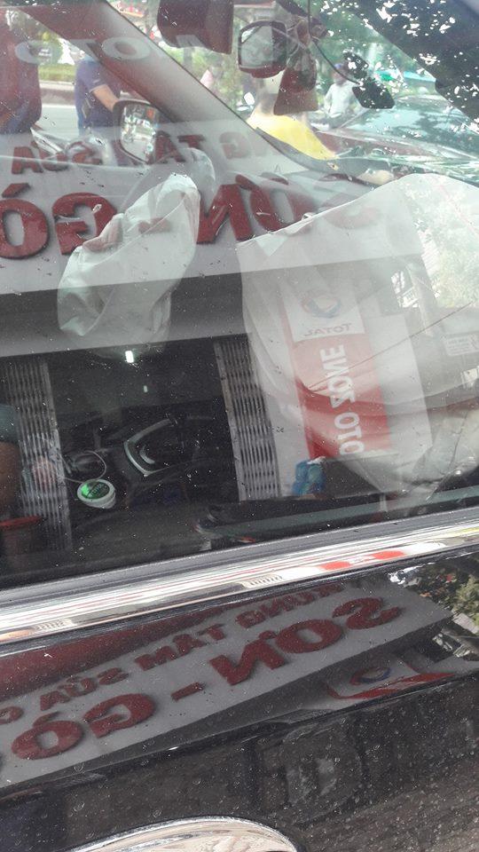 Hà Nội: Va chạm với Nissan X-Trail, xe tải bị lệch thùng hàng, phụ lái văng ra ngoài - Ảnh 5.