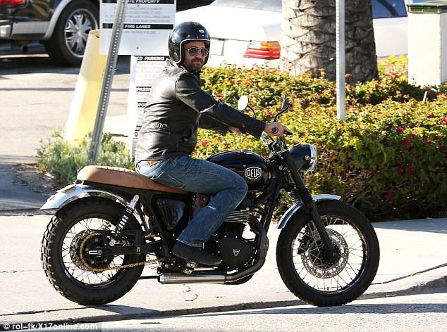 Tài tử phim Siêu bão địa cầu Gerard Butler nhập viện vì tai nạn mô tô - Ảnh 2.