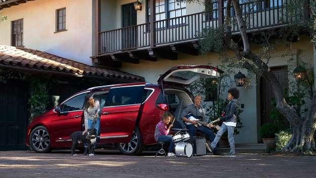 Chiếc xe gia đình nào khiến con bạn mê nhất? - Ảnh 3.